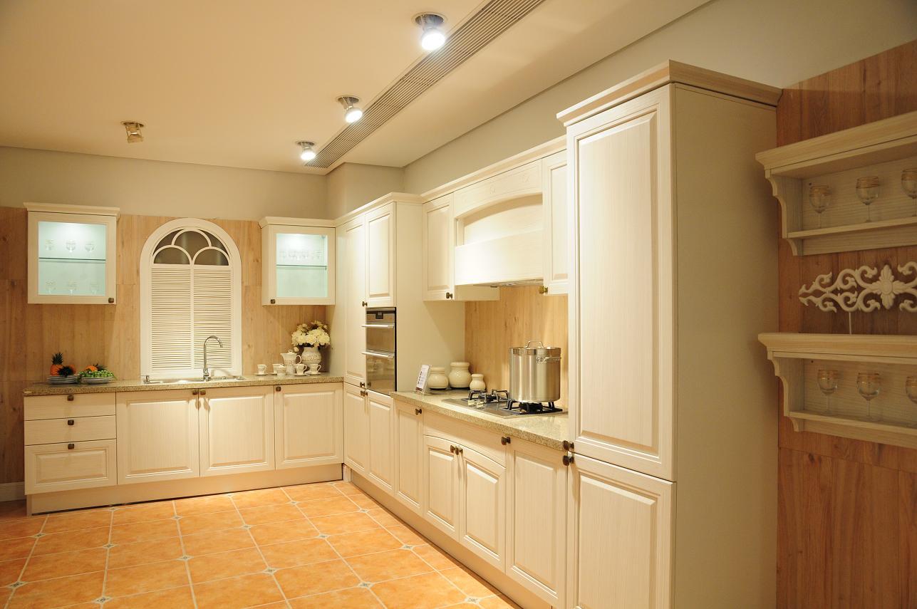 Tủ bếp màu trắng lên ngôi xu hướng thiết kế tủ bếp 2018-2019